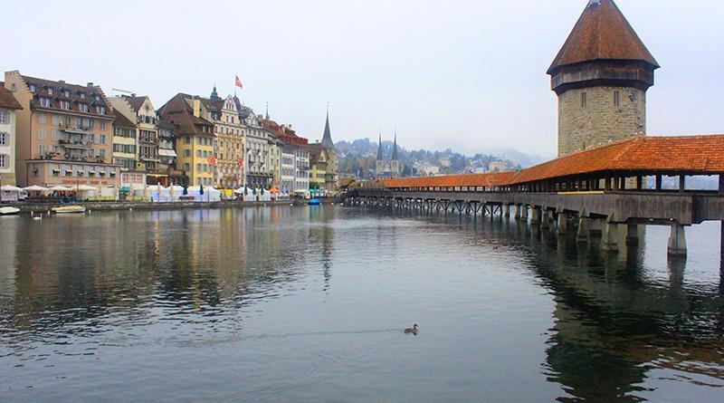 ชาเปล บริดจ์ (Chapel Bridge) สะพานไม้เก่าแก่ที่สุดในโลก ที่ ลูเซิร์น (Luzern)