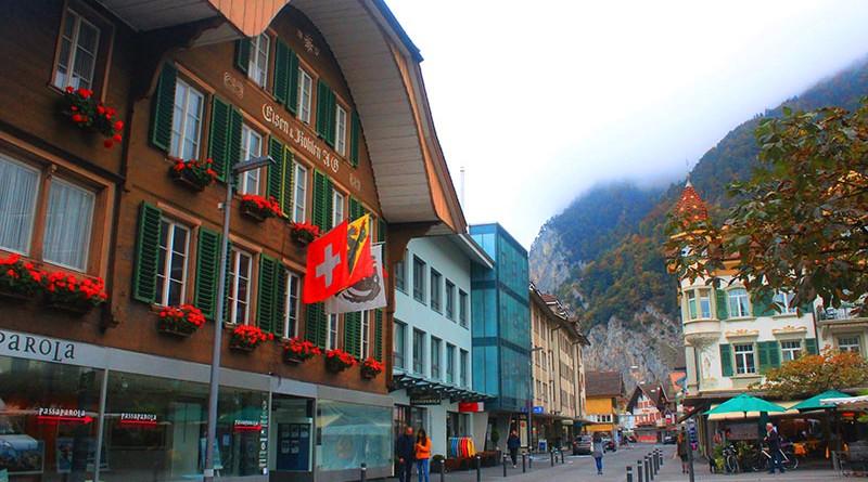 Interlaken สวยงามเหมือนอยู่เมืองในฝัน : เดินเล่น Interlaken, Switzerland