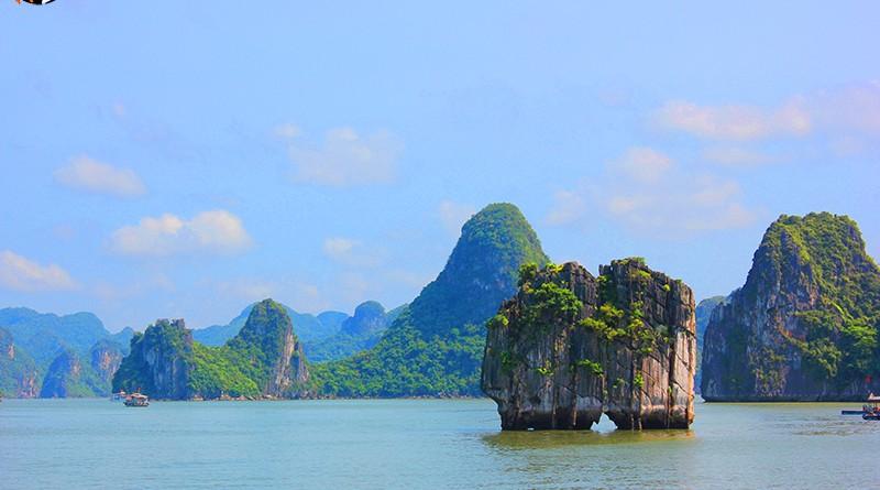 เกาะไก่ชน กลางฮาลองเบย์ (Ha Long Bay - UNESCO World Heritage Centre)