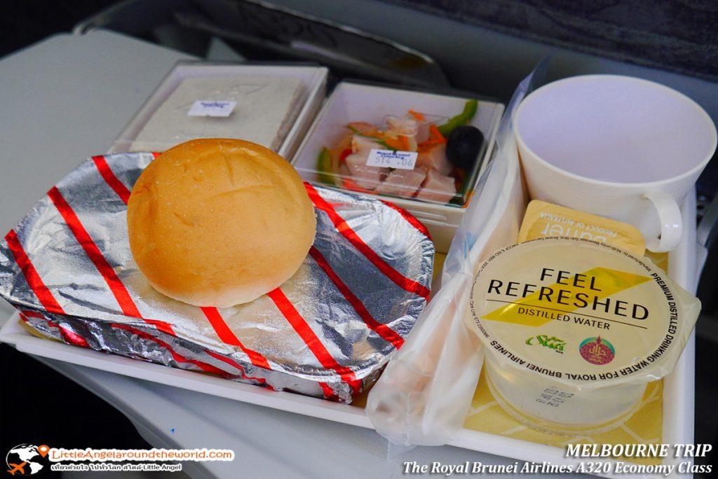 กลิ่มหอมไปทั้งลำ อาหารร้อนพร้อมเสิร์ฟให้รับประทาน ขอบอก เนื้ออร่อย ถูกปากมากๆ : รีวิวสายการบิน royal brunei ไป เมลเบิร์น