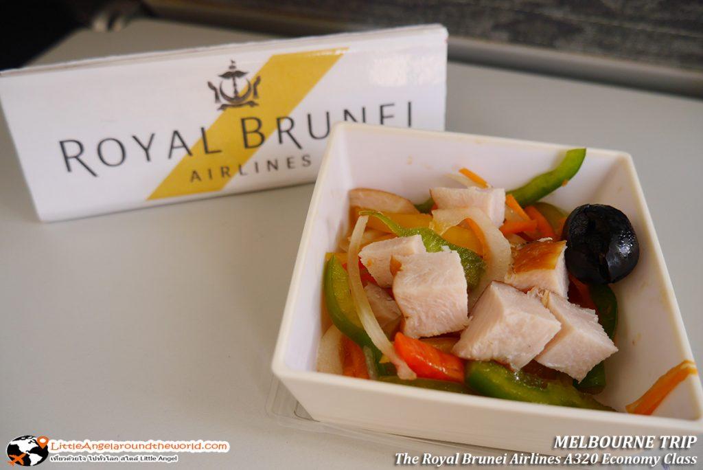 สลัดแฮมรมควัน ผักสด เนื้อหมูไม่เค็ม กินคู่กับข้าวแกงเนื้อเข้ากันได้ดี : รีวิวสายการบิน royal brunei ไป เมลเบิร์น