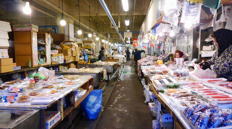 บรรยากาศยามเช้าของตลาด Asameshi-dokoro gyosai เมือง Hachinohe จังหวัด Aomori